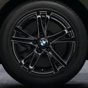 BMW Winterkompletträder (4er Set) Doppelspeiche 473 jet black 16 Zoll 2er F45 F46 RDCi