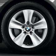 BMW Winterkompletträder (4er Set) Sternspeiche 327 silber 17 Zoll 5er F10 F11 6er F06 F12 F13 RDC LC